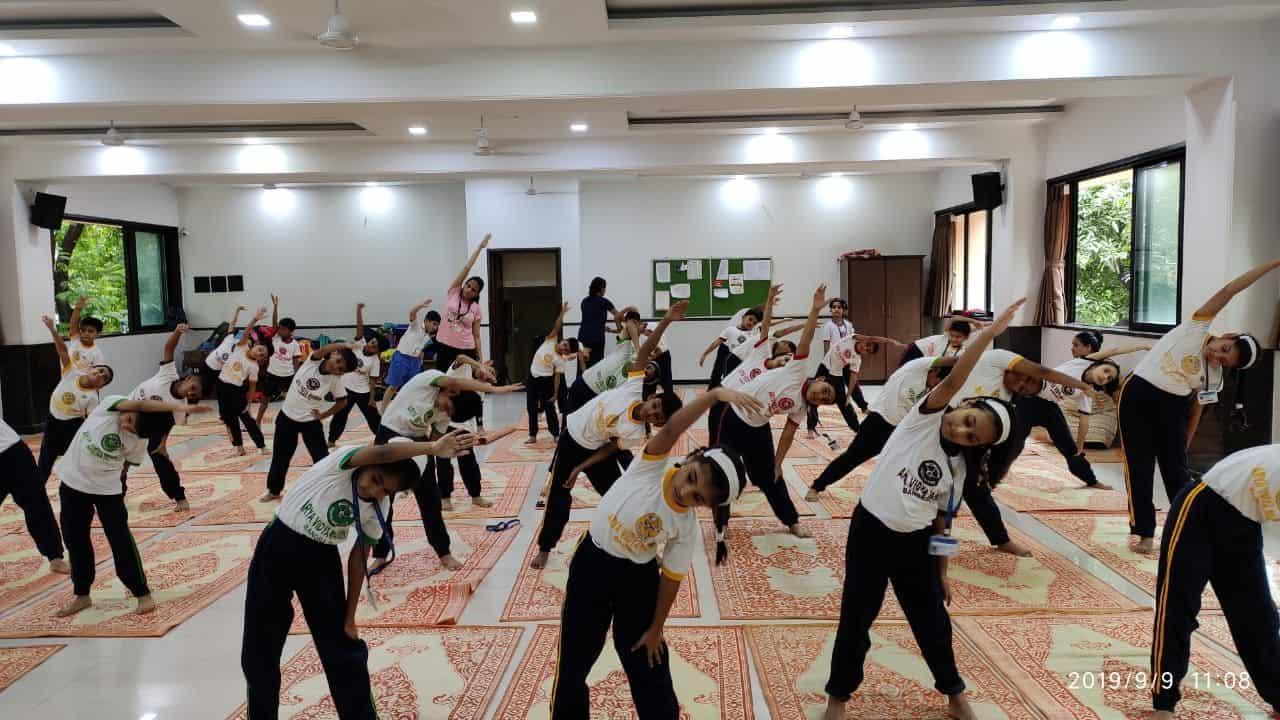 Std. III – Visit to the Yoga Institute